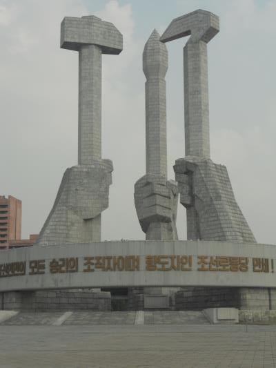 The monument to the Workers' Party has the three emblems (hammer, sickle and writing brush)